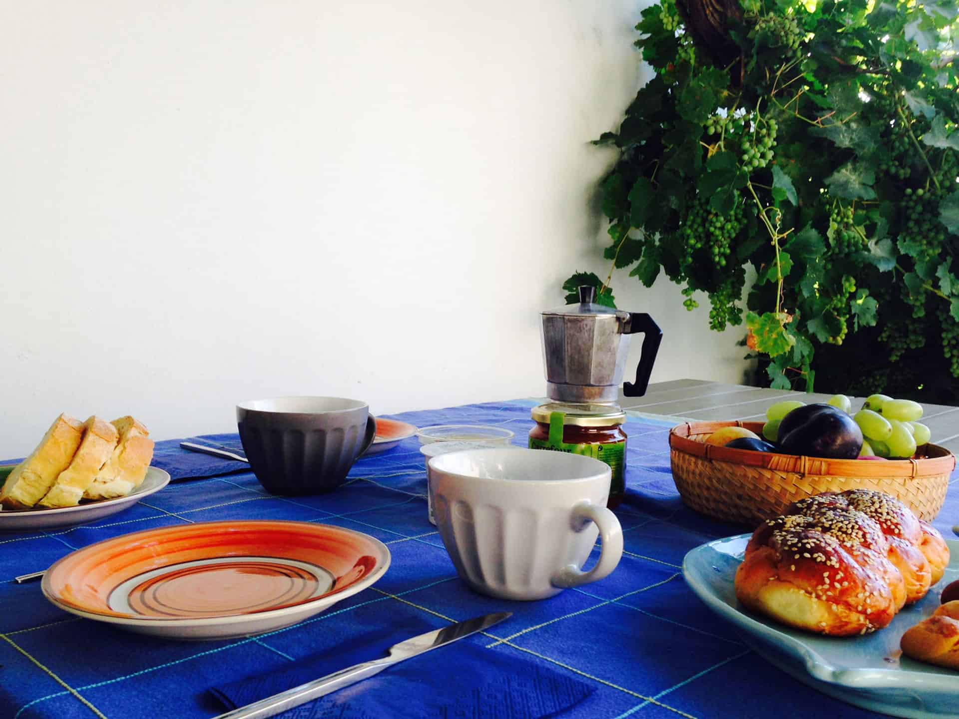 Home for rental in Greece - Greece home holidays tinos island - greek breakfast